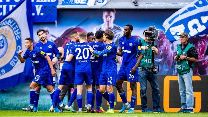 6. Spieltag: RB Leipzig gegen FC Schalke. Schalker Jubel in Leipzig. Foto: Eibner